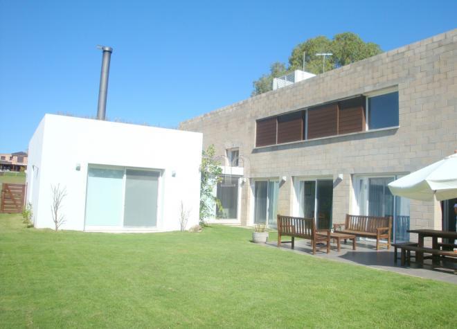 Altos de la tahona casa dise o minimalista altos de for Casa minimalista uy